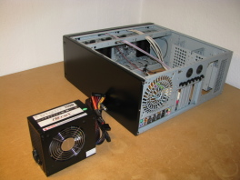 Computer-Aufbau: Foto-Anleitung 2: Netzteil einbauen